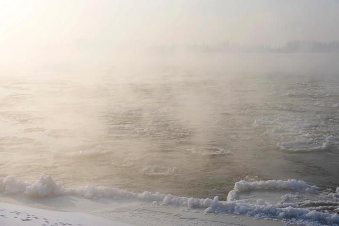 Zimowy swit nad Wisla w okolicy wsi Wroble Wargocin